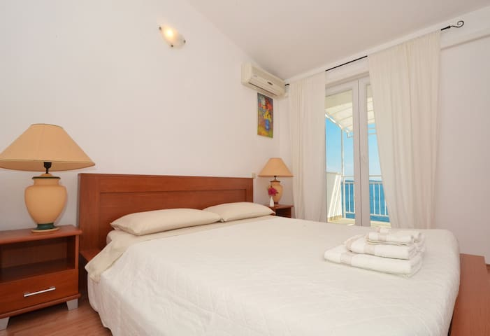 Sea view from your bed!
