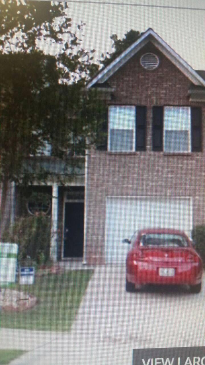 Share Room for rent in cozy condo. Gwinnett area