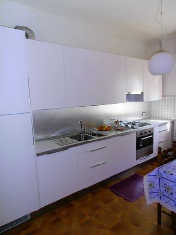 accogliente e luminoso appartamento - Boltiere - Wohnung