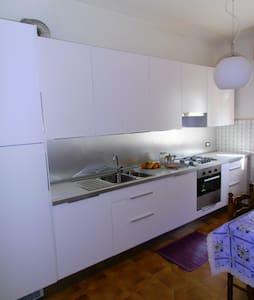 accogliente e luminoso appartamento - Boltiere