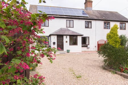 Hideaway cottage in open country - Warboys