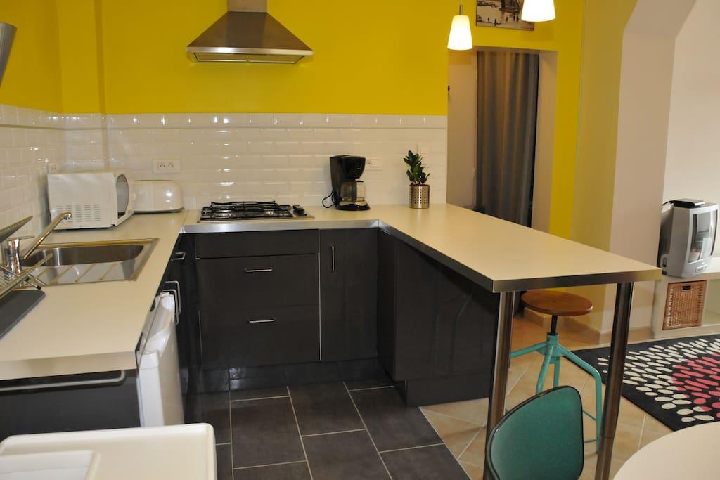 petit studio meubl en bord de mer apartments for rent in douarnenez. Black Bedroom Furniture Sets. Home Design Ideas