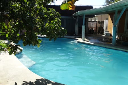 Margate house private swimming pool - Margate