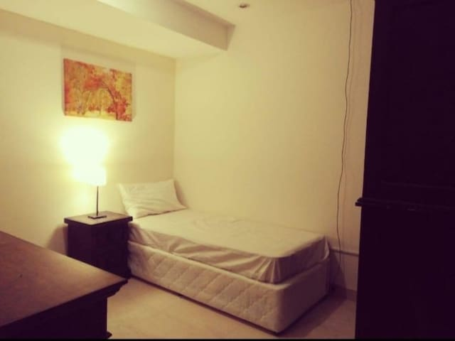 Daily private room for rent in dubai marina