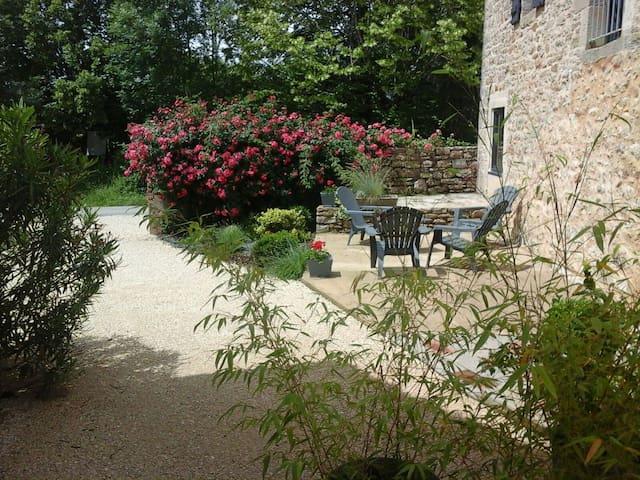 maison de  campagne avec jardin privé