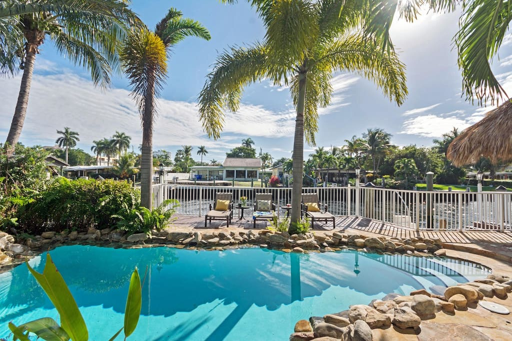 Realestate Gizmo Villa Isles waterfront home unrestricted boat access.