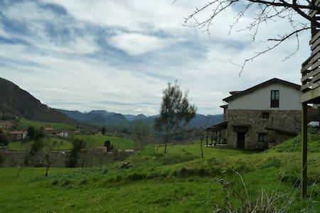 Casa impresionantes vistas Sueve - Borines - บ้าน