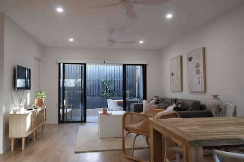 Entire residential home in the heart of Narangba!