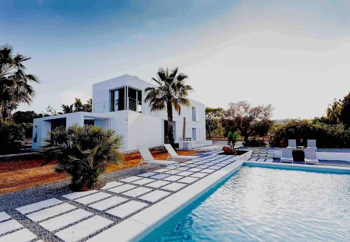 Family House with pool 15 minutes far Ibiza Town
