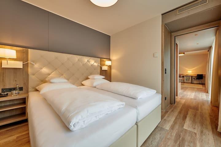 Hotel am See (Neutraubling), Premium PLUS Doppelzimmer kostenfreiem Parkplatz