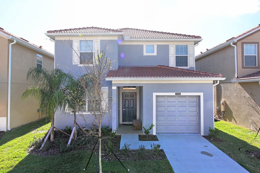 Bring your family to stay and enjoy the vacation of a lifetime in this spacious 5 bedroom estate home on the popular Paradise Palms resort in Kissimmee - just minutes from Walt Disney World® Resort.