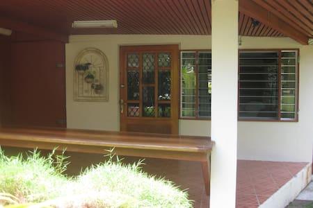 Hibiscus Guest Villa - Casa de huéspedes