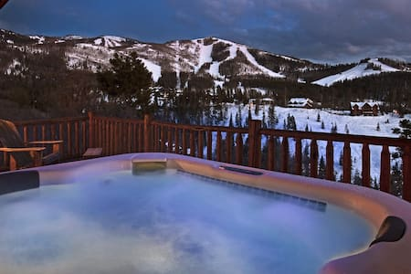 Mountain High Chalet - 3BR Home + Private Hot Tub - Steamboat Springs - Casa