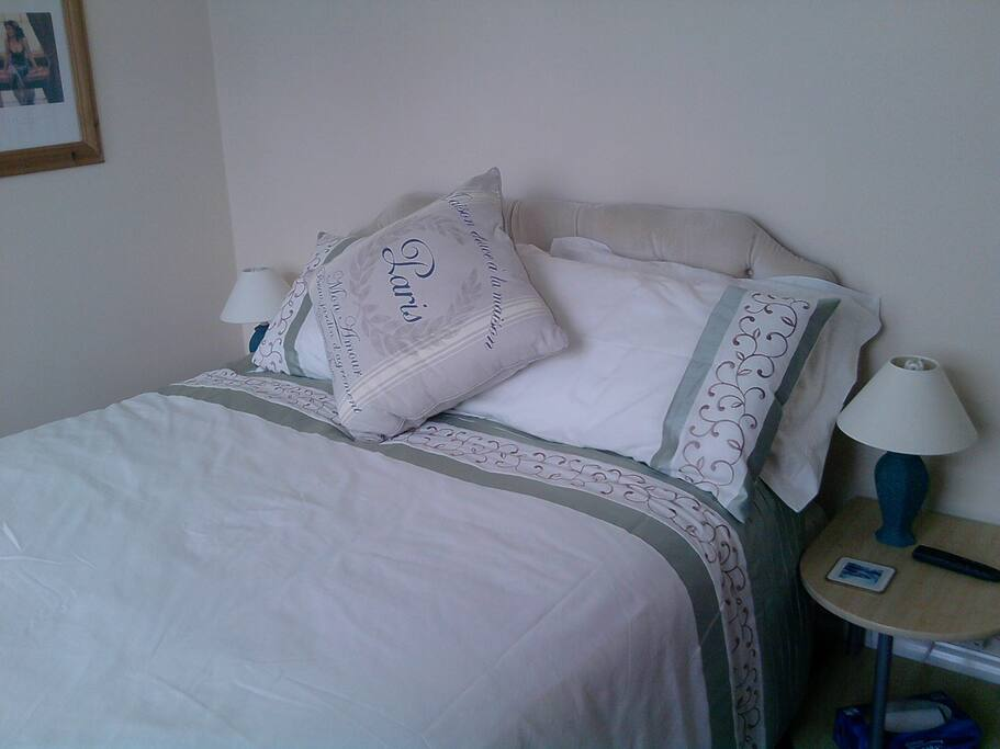 .Double bed and space for a travel cot.