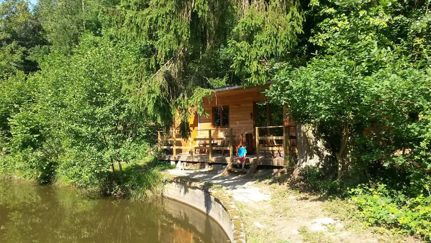 countryside cabin near a pond - Chimay - Cabana