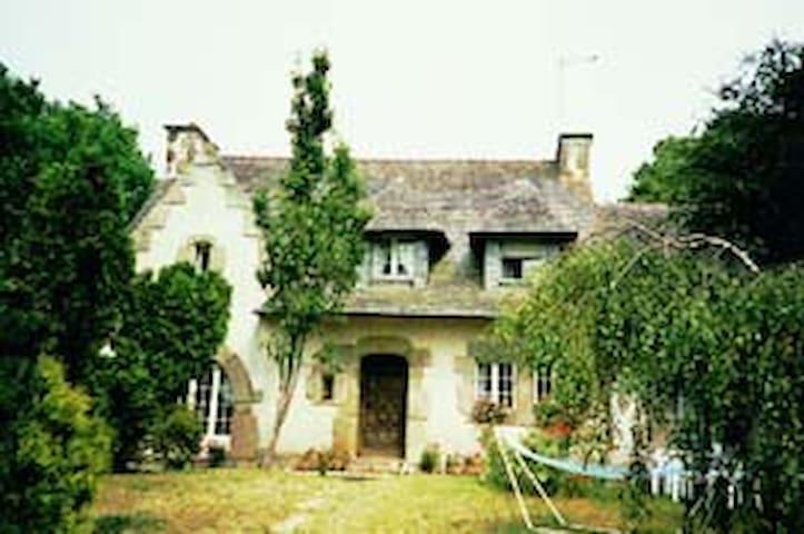 GITE BROCELIANDE GOLFE DU MORBIHAN - Naizin - House