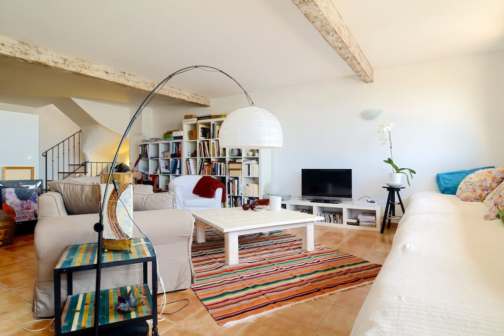 Loft incredible view on the city lofts for rent in aix for Rent a car salon de provence
