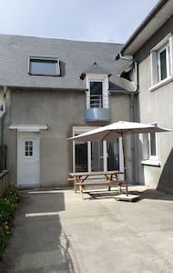 Maison jumelée tout confort cour privée et parking - Juillan - บ้าน