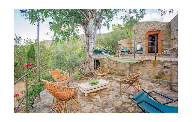 Holiday cottage with 2 bedrooms on 150 m² in Caccamo (PA)