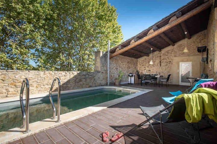 Maison  avec piscine dans un domaine viticole