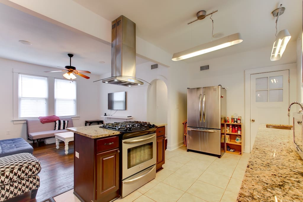 Large, fully equipped gourmet kitchen