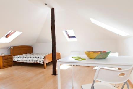 Sunny attic loft with Tagus view - Lisbona