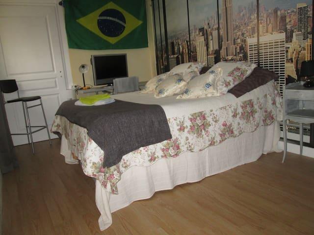 "Chambre "" Vue sur Manhattan"" - Cazats"