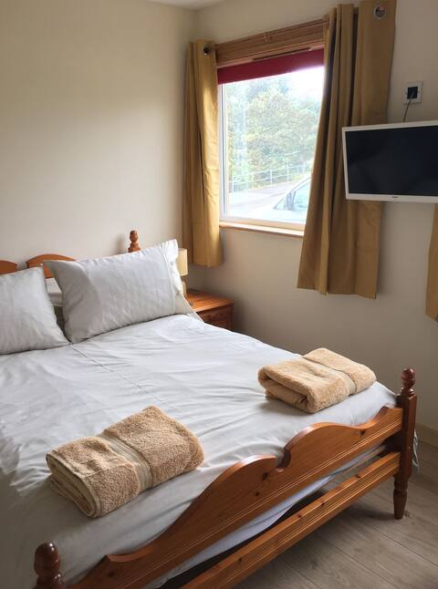 Cornerstone Lodges, Gairloch. Room with en suite