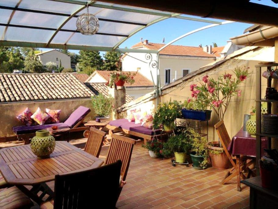 Studio terrasse trop zienne vaison houses for rent in for Terrasse translation