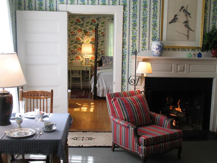 King bed suite located in 1889 Inn.