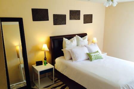 Room near Vegas Strip w/ free prkg - Townhouse