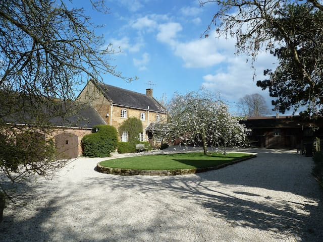 COTSWOLDS - quiet village near Chipping Campden - Ilmington - House