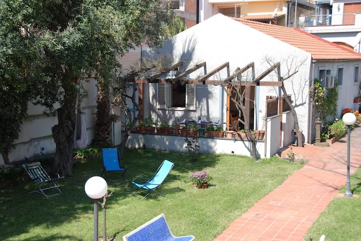 Seafront House | close to Taormina - Santa Teresa di Riva - Byt