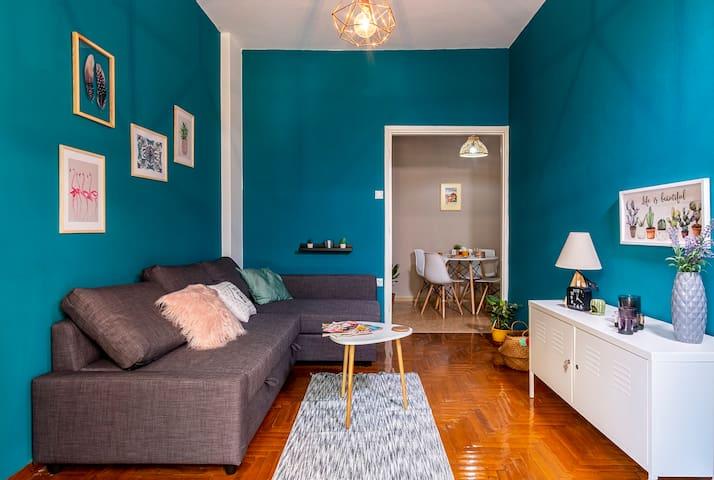 City centered,bright &stylish renovated apartment!