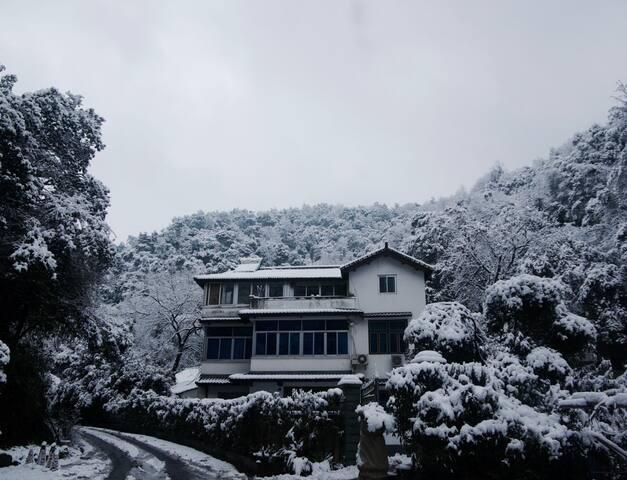【幽岚】杭州西湖虎跑 住山 山居静养 一个人的旅行  近虎跑公园 六和塔 满陇桂雨公园 白塔公园