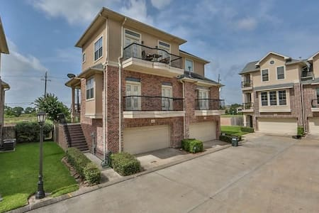 Nice, cozy private room in a beautiful townhome - 휴스턴(Houston)