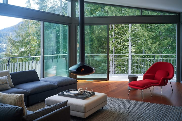 Exquisite Modern Chalet on Whistler Mountain