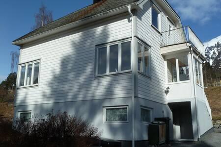 Petra House - Isfjorden - Haus