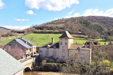 Maison Aveyronnaise en pierre - Saint-Beauzély