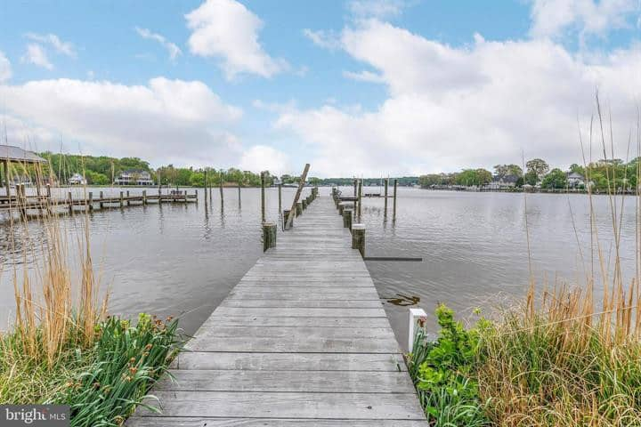 Beautiful, quiet waterfront house. Lots of room!