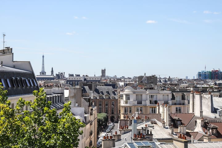 MARAIS APT WITH EIFFEL TOWER VIEW
