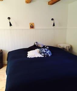 Stort værelse med dobbeltseng - Rudkøbing - 家庭式旅館