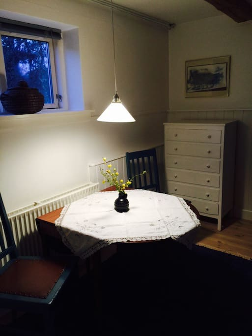 Spise/arbejdsplads i værelset