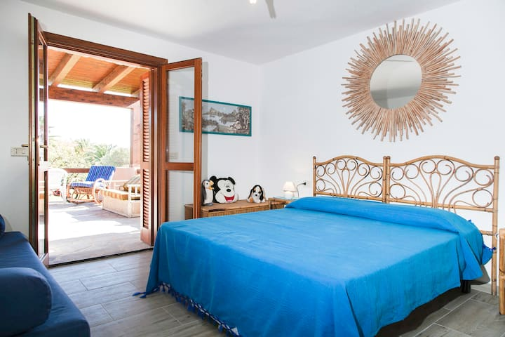Villa Isabella: Apartment to 2 Steps from the Sea - Pittulongu - House