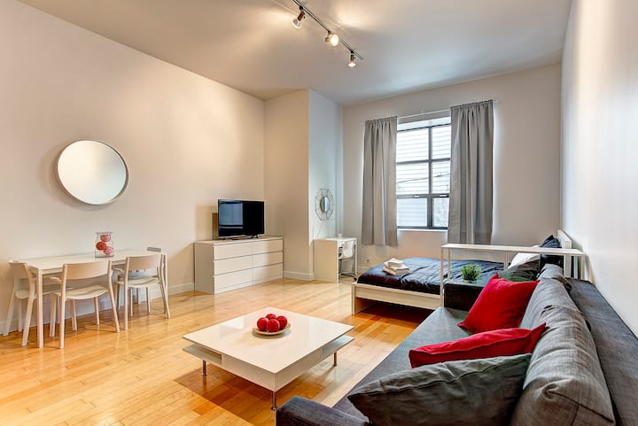 Posh Studio DT Mtl | DestinationLofts St-Denis 214