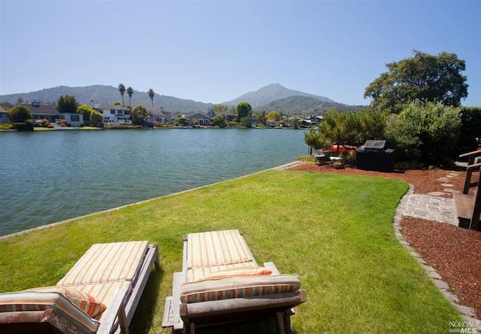 SF AREA RETREAT!!! On the water.... - Larkspur - Huis