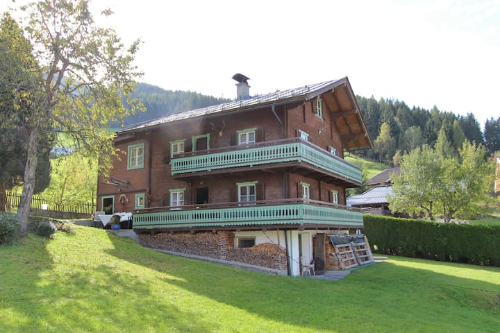 Cozy Chalet in Bramberg am Wildkogel with Sauna