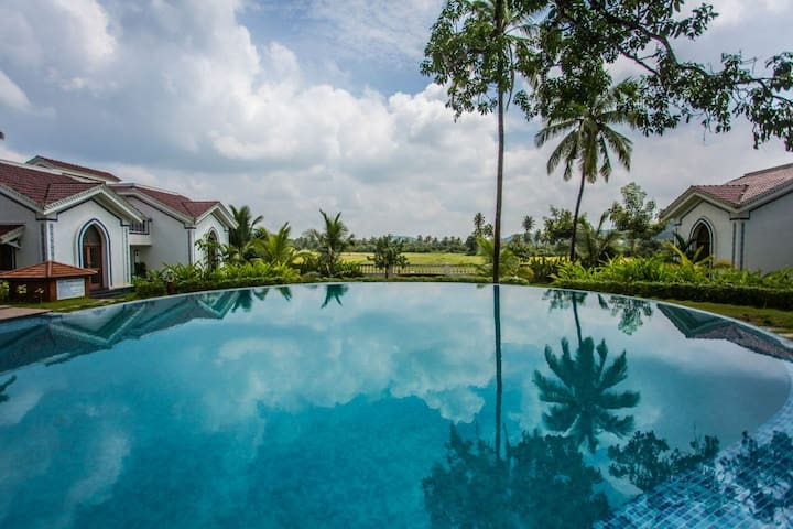 Pool-facing luxury studio Apartment @ Siolim