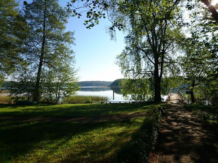 Schöne Ferienwohnung Margarete im Wald am See