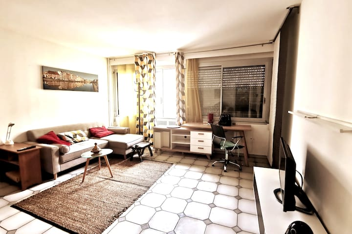 Central & Cosy flat with pool & Solarium